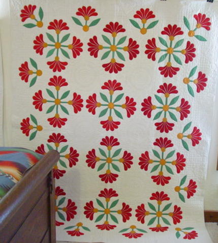 full view Mexican Rose applique quilt with outer leaves border