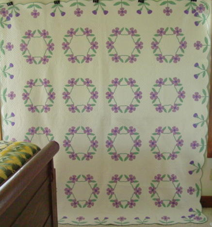 full view of Primrose Wreath Marie Webster quilt