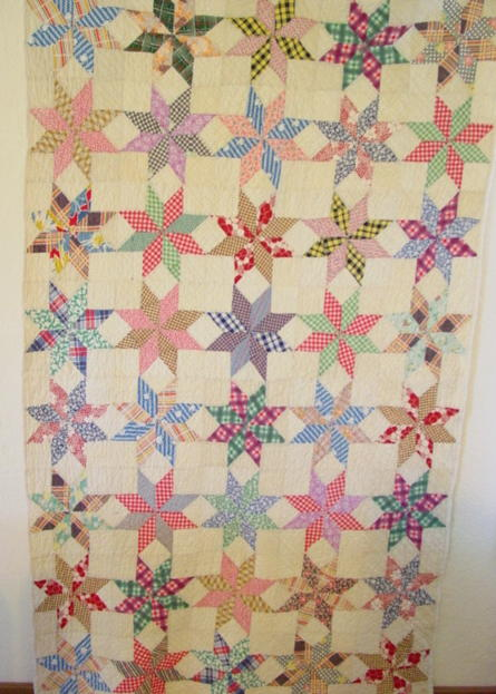 full view of Eight Point Touching Stars vintage quilt