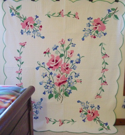 full view of the American Beauty applique quilt
