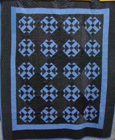 full view of Crossed T's Amish Holmes County Ohio quilt