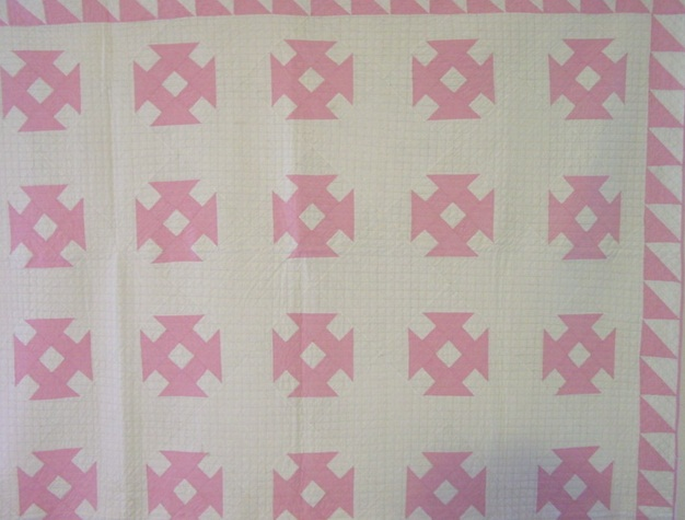 partial view of quilt showing pattern and edging treatment