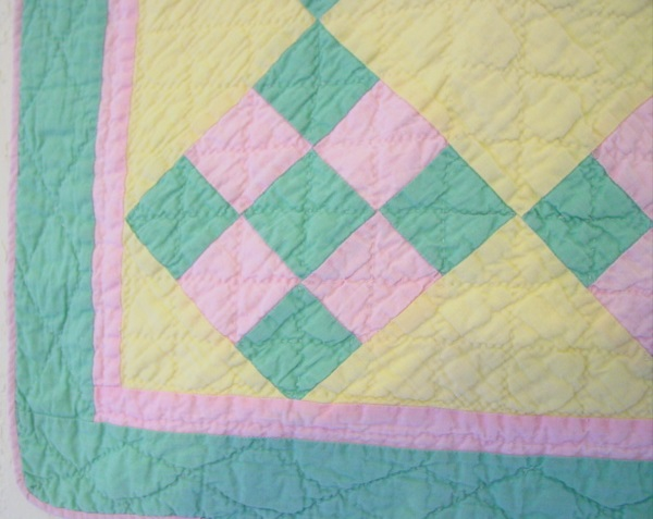 close up of the border and quilting