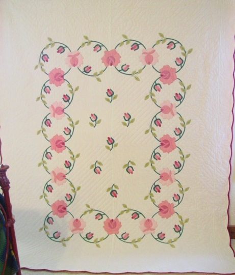 full view of Tulip Wreath vintage quilt