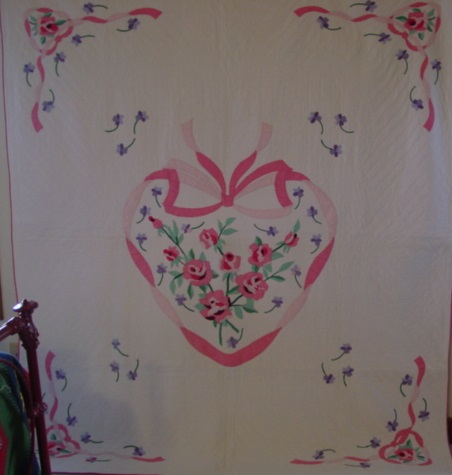 full view of Roses in a Heart Vintage quilt