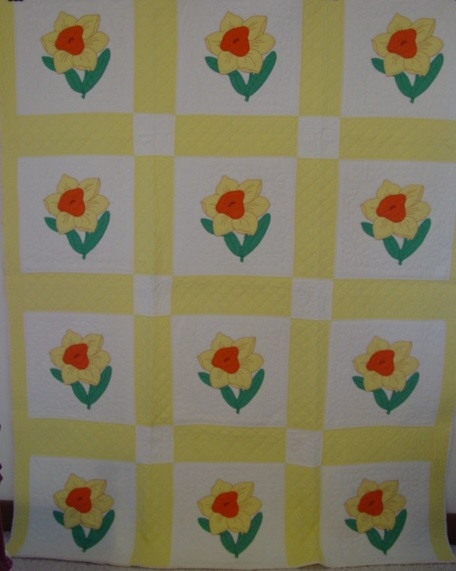 Daffodil applique quilt- looks so spring time fresh